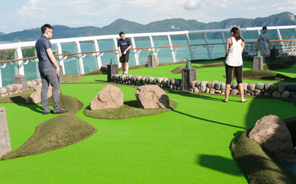 mini golf on cruise ship